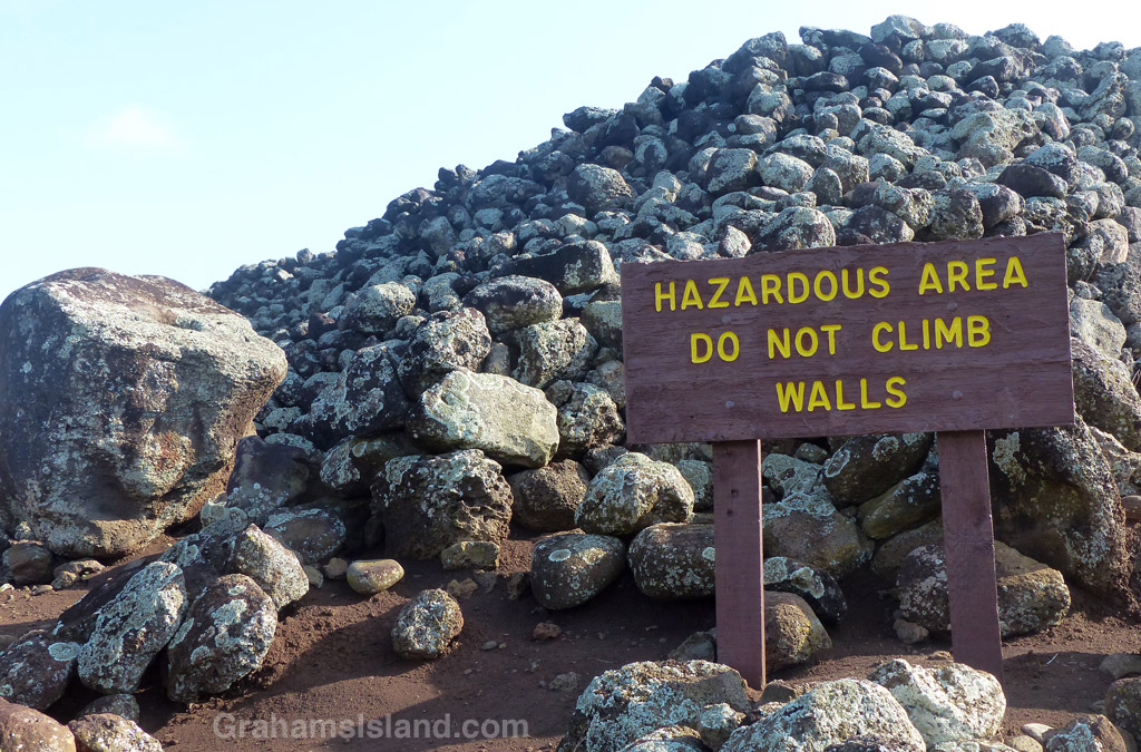 A sign at Mo'okini Heiau