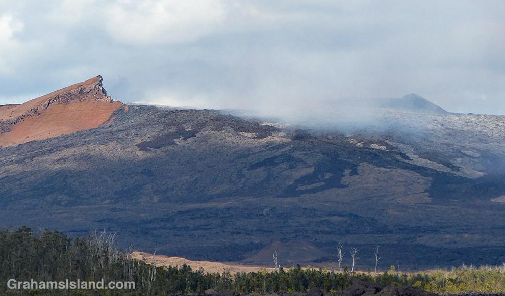 A close up of the Puʻu ʻŌʻō vent of Kilauea Volcano.