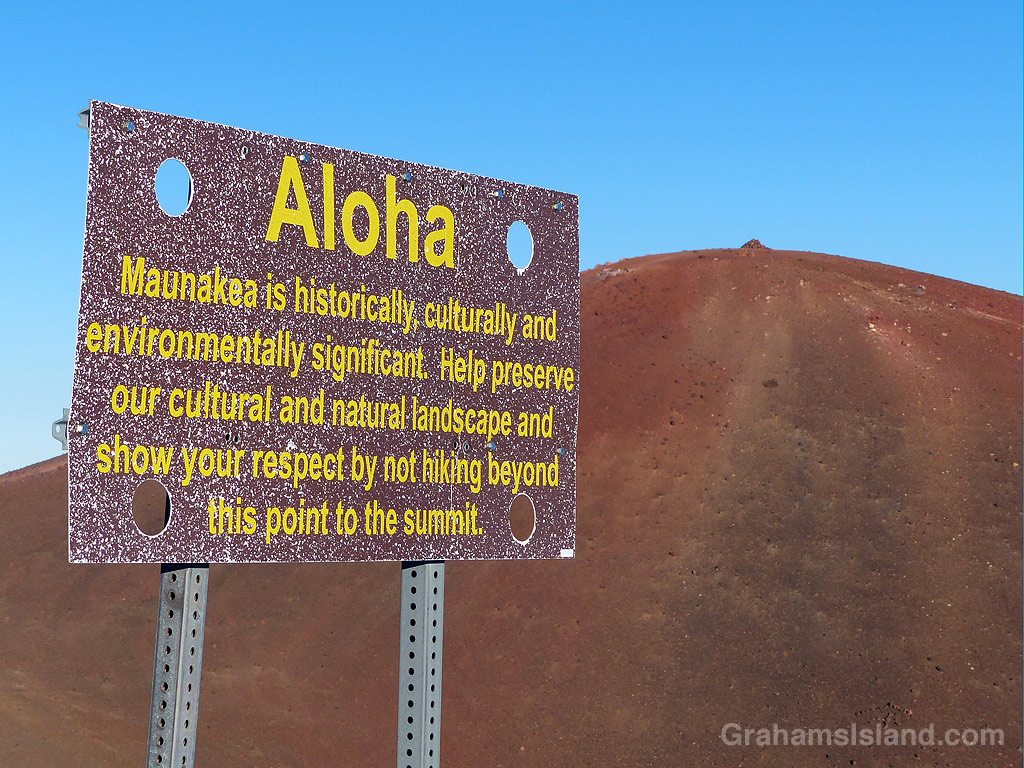 The sign at the trailhead to Mauna Kea summit.