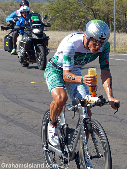 Lionel Sanders competes in the 2017 Ironman World Championship.