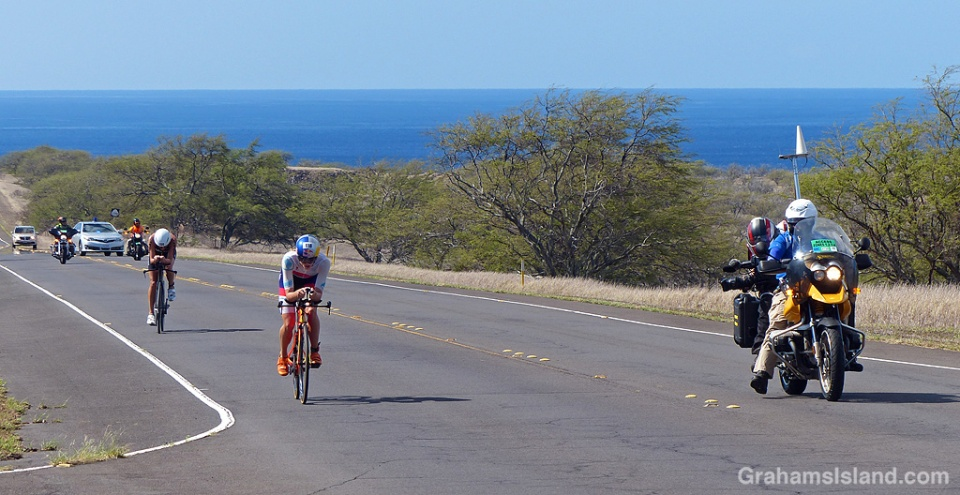 The leaders in the women's race in 2017 Ironman World Championship approach Hawi.