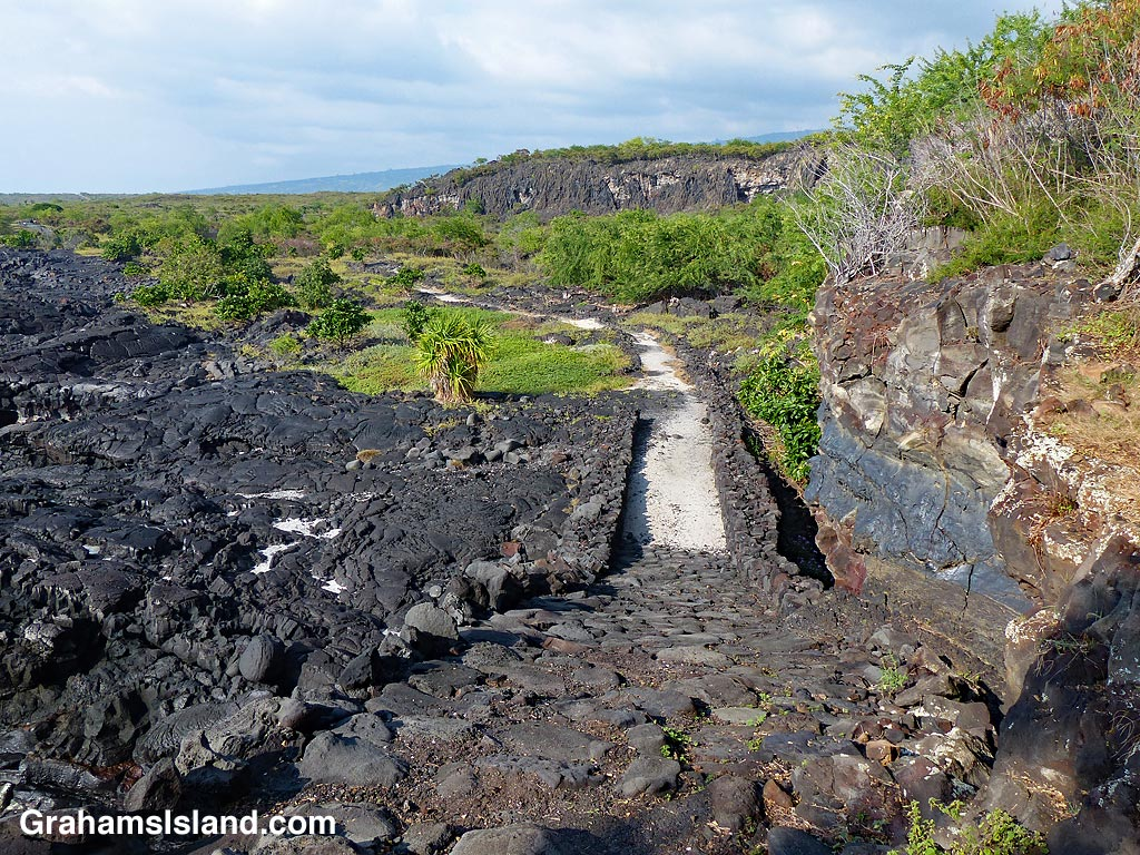 Lookng down Alakaha Ramp with Keanae'e Cliffs on the right