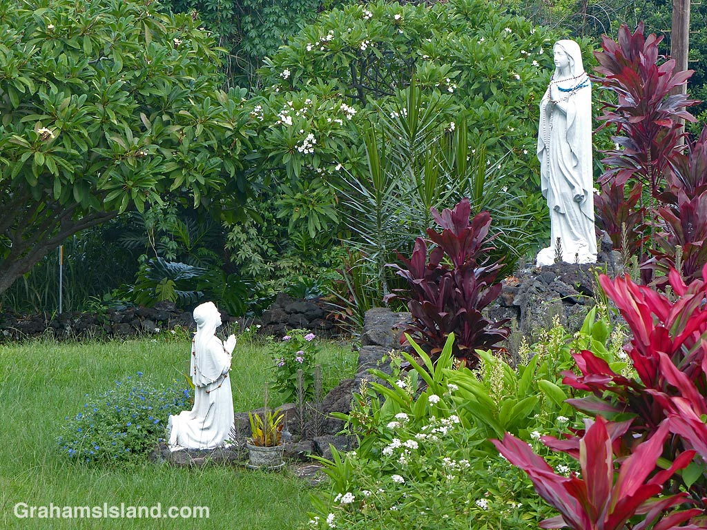 Statues in the garden below the Painted Church at Honaunau.