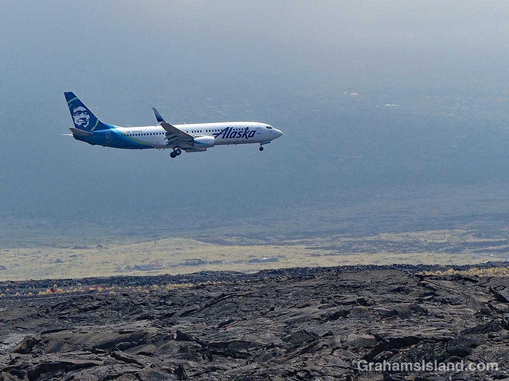 Plane landing at Kailua-Kona airport