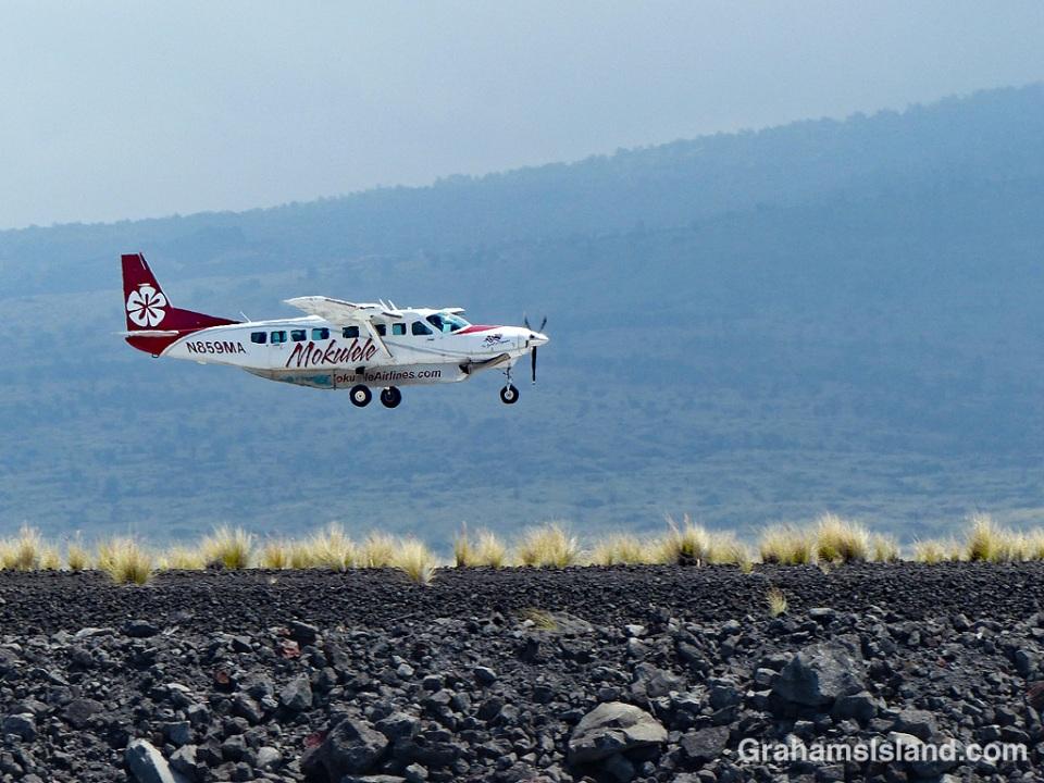 Mokulele plane landing at Kona