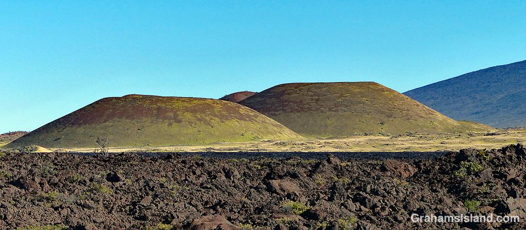 Pu'us between Mauna Kea and Mauna Loa