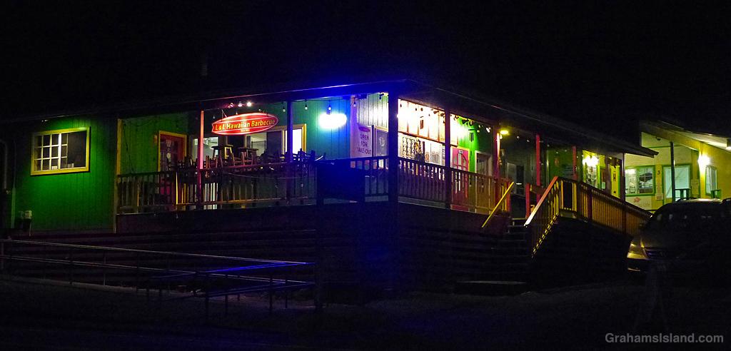 The L&L Hawaiian Barbecue restaurant in Kapaau at night